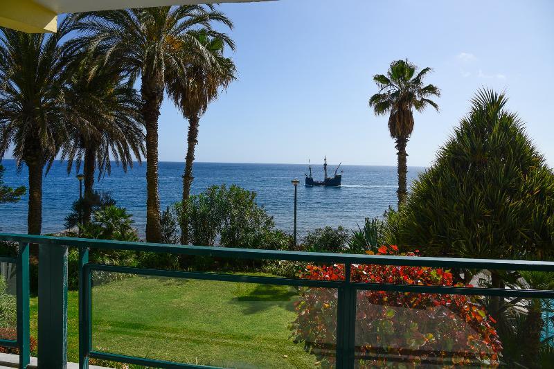 Mar y vista a los jardines desde el balcón