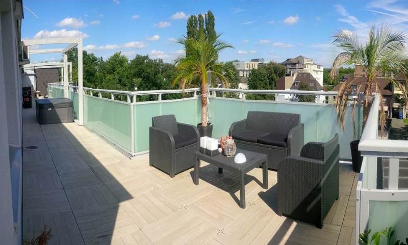 60m2 Sauna Lounge 100m2 Terrace Hot tub Whirlpool, location de vacances à Oberhausen