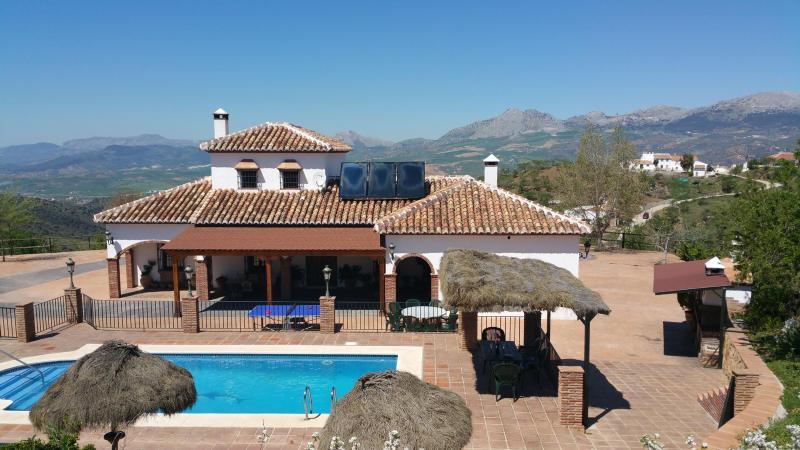 Mansion Piedras Blancas.El mejor alojamiento de su, vacation rental in Colmenar