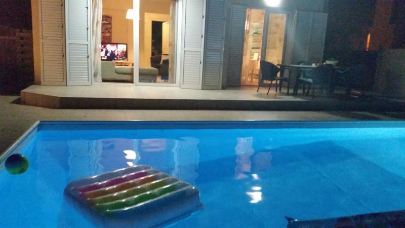 Magic night sleeping on the pool bed and watch TV or enjoying your friends