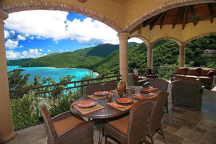Alfresco Caribbean dining on the Cinnamon Breeze Great Room deck