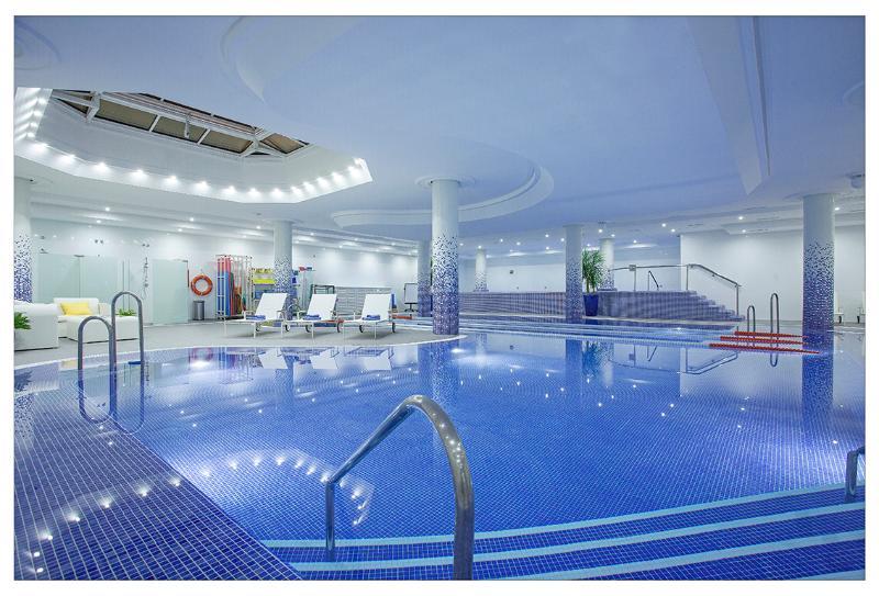 No local spa de beleza, Salão de beleza, ginásio, classes, Wi-Fi, café. Taxa extra.