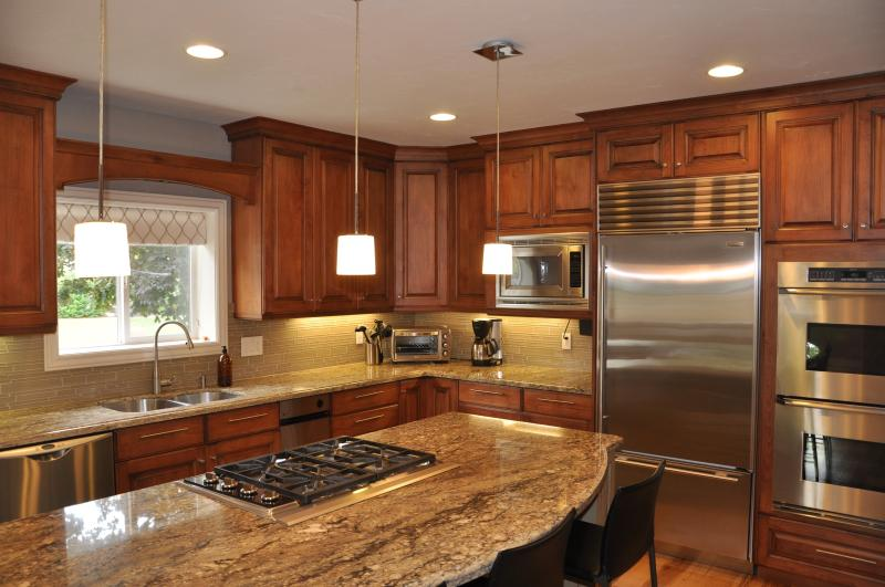 Gourmet Kitchen: Sub-zero refrigerator/freezer, double oven w/convection