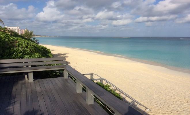 Beautiful Gated 4BR Beachfront Townhouse, location de vacances à Île de New Providence