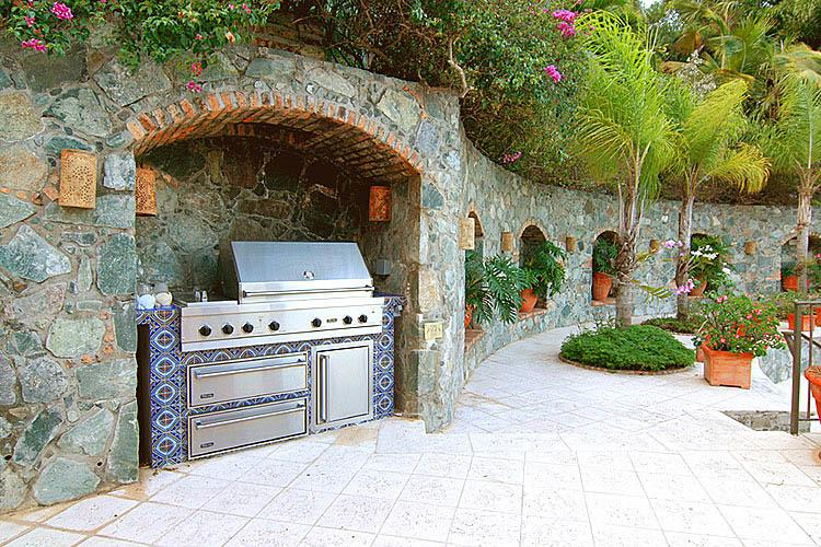 Spectacular outdoor living deserves a custom built Viking grill for your outdoor entertaining.