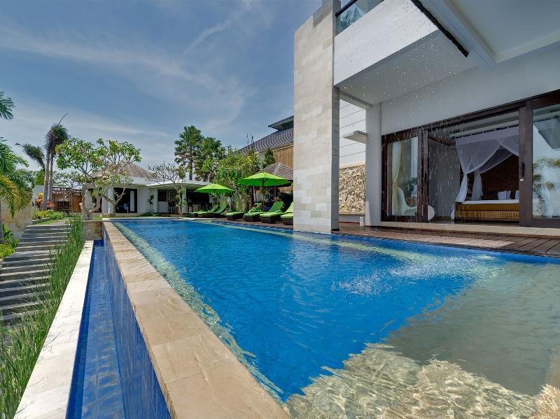 Villa Luwih - Zwembadzijde