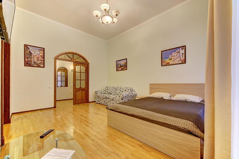 SutkiPeterburg Apartment on Nevsky near the subway, holiday rental in St. Petersburg