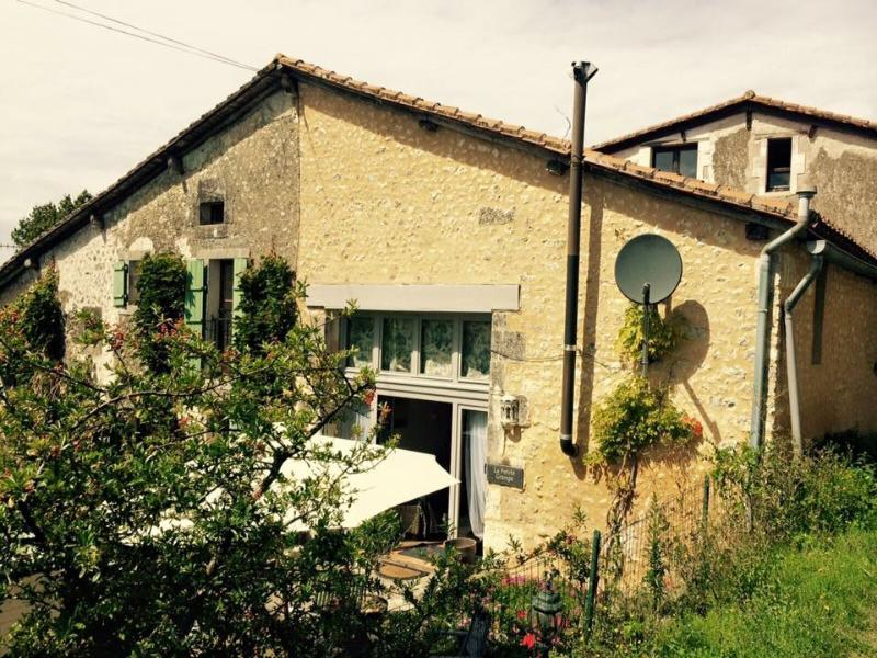 Lovely little barn conversion in gorgeous village, vacation rental in Auriac de Bourzac