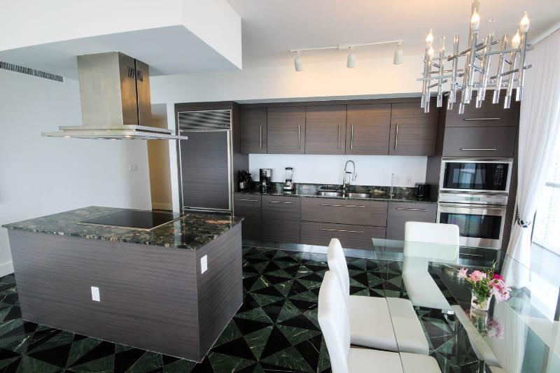 Open kitchen to be in contact with the family or friends. You'll happy if you like to cook
