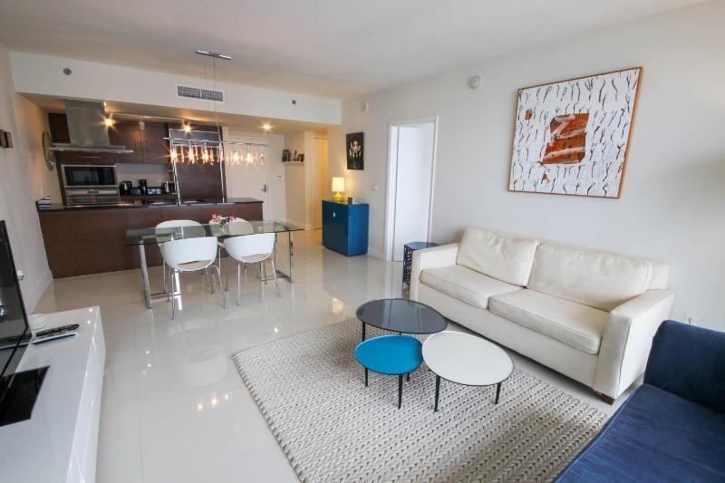 Large floor plan, great decoration, well lit.