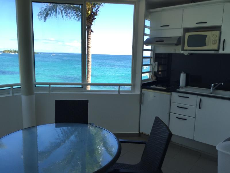 Kitchenette and dining by the sea