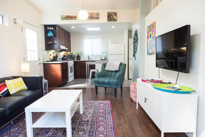 Spacious Private 1 bed 1 bath Cottage in Los Angeles 6 ml to DTLA – semesterbostad i Los Angeles