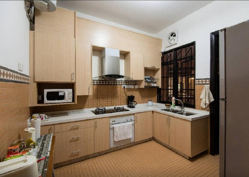 New kitchen fully stocked with coffee, tea, cereal & microwave, stove, hood, fridge, hot water