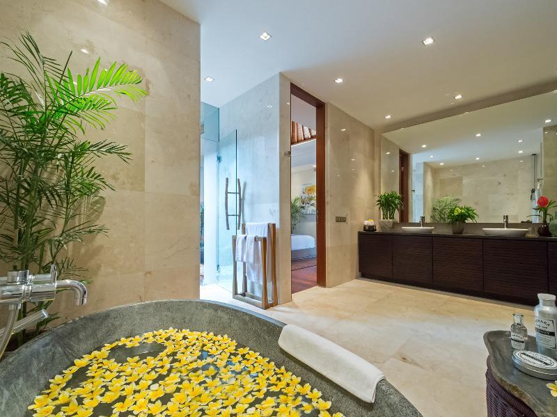 Eshara III - Flower bath