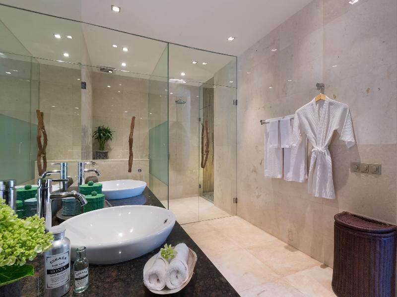 Eshara III - Shower room