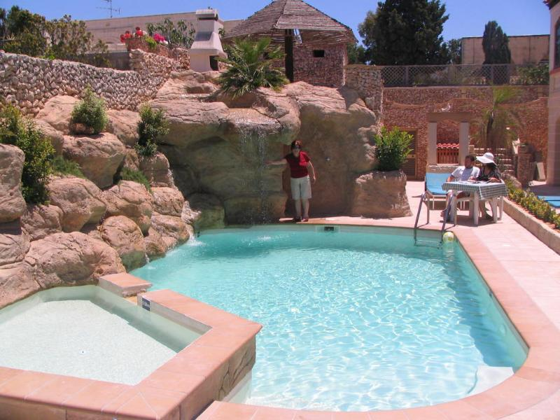 TranquiI Villa Apartments Units Mellieha One Bedrooms, Own Patio, & Shared Pool, holiday rental in Xemxija