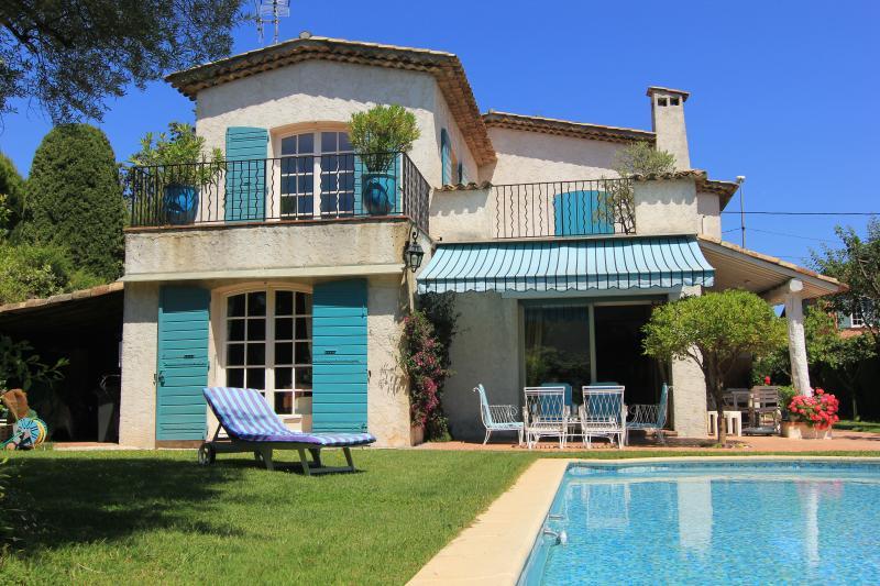 villa LES OLIVIERS proche mer, location de vacances à Juan-les-Pins