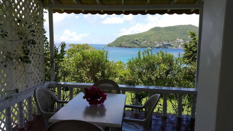 Alfresco Dinning with view of Admiralty bay