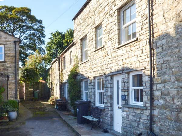 HILLSIDE VIEW, three-storey townhouse, woodburner, enclosed courtyard, WiFi, holiday rental in Gayle