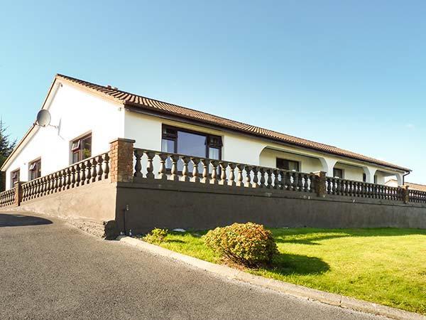 ARAS IOSGAN, family holiday home, lawned garden, open fire, in Carraroe, Ref, location de vacances à Rosmuck