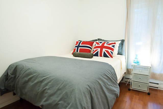 COZY 1 bedroom + TERRACE + BBQ  ON PLATEAU, APT. #2, alquiler de vacaciones en Montreal