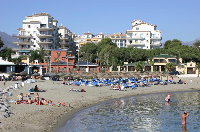 Strandnära Andalusien del Mar lägenheter i Puerto Banus. Alla bekvämligheter finns inom gångavstånd