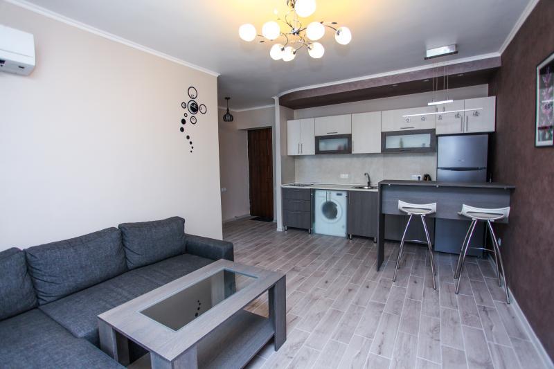 Sunny and nice flat on Mashtots av., holiday rental in Yerevan