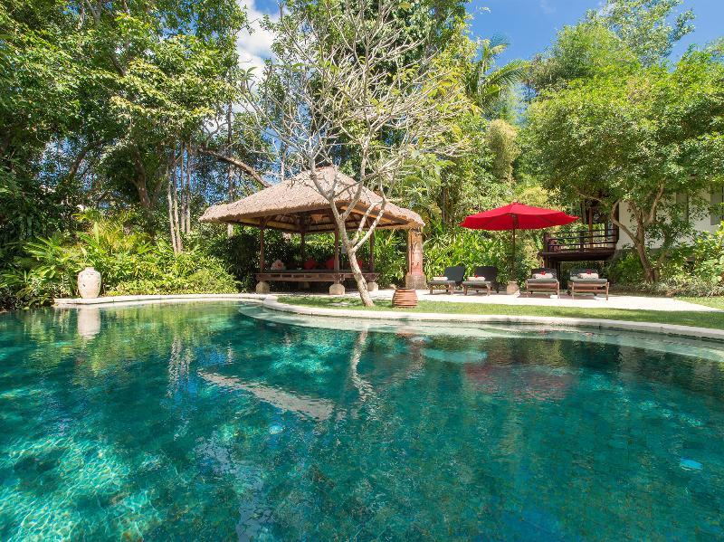 Pangi Gita - Pool, bale and sunloungers