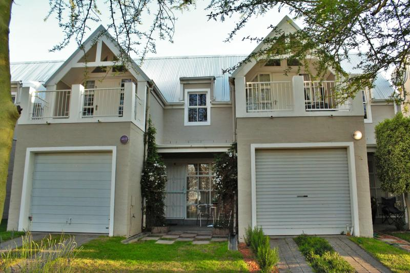 Two bedroom townhouse, holiday rental in Durbanville