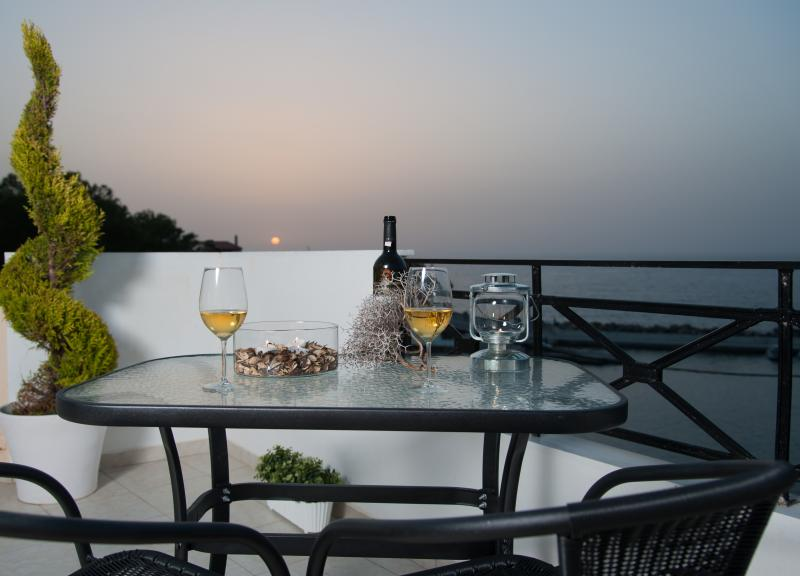 Castello Apartments,Penthouse suite near the sea, vacation rental in Panormos