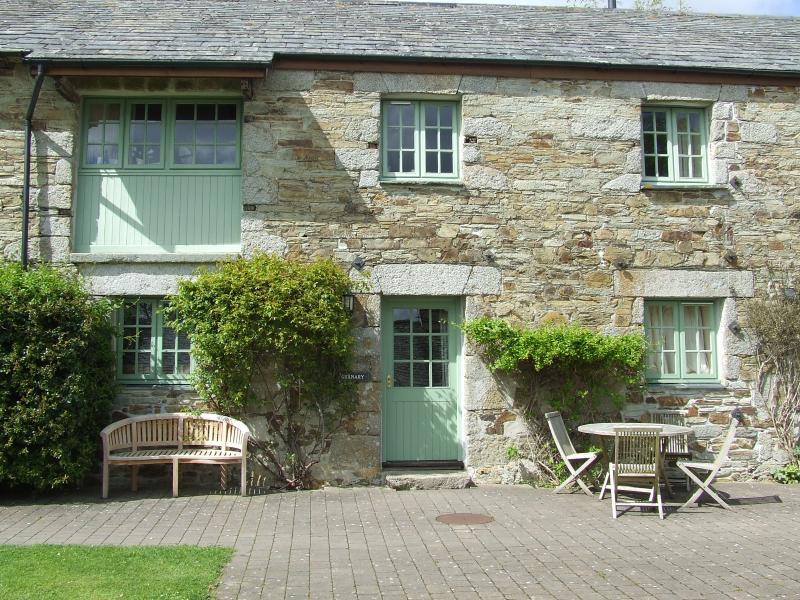 Glynn Barton Cottages Granary, holiday rental in Two Waters Foot