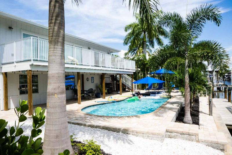 Renovated canal home with private pool near beach, holiday rental in Fort Myers Beach