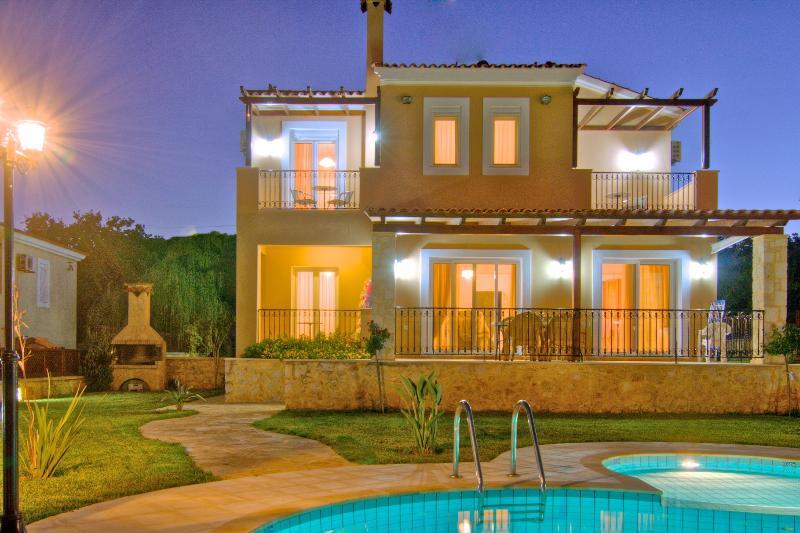 Villa 'Chloe' Gerani Villas Rethymno Crete Grecce, vacation rental in Kato Valsamonero