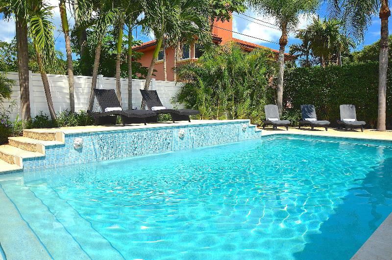 Spectacular (Private) Relaxing Heated Poolside Lounge Area...