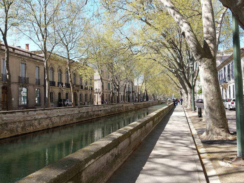 Studio 16m2 NIMES centre/ proche monuments romains, holiday rental in Nimes