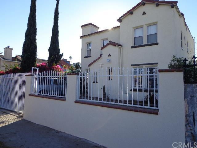 Mid City Duplex Oasis!  15 min to all the sites!