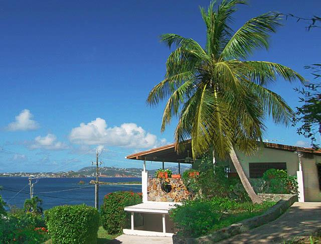 Seaview Beach Cottage - A charming 2 BR / 2BTH ocean view beach cottage walking distance to Cruz Bay