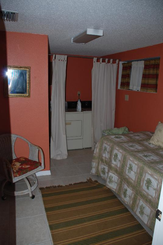Manasota Beachy Cottage Has Private Yard and Grill ...