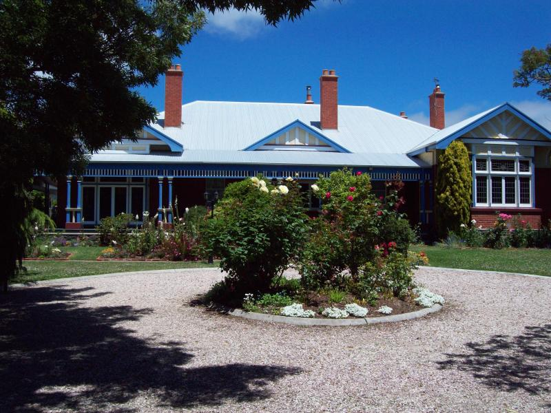 Devonport Tasmania  'Yangunya Manor' Private rooms with old world charm, holiday rental in Hawley Beach