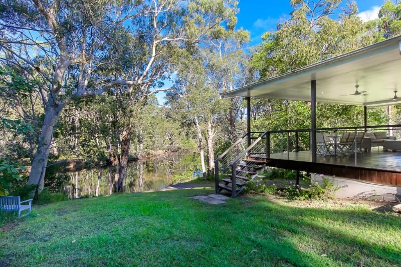 Noosa, 4 acres riverfront bush and fishing kayaks, Noosaville 5 minutes, vacation rental in Tewantin