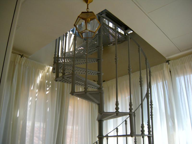 Il Pignocco Country House-Tower Suite Feronia-spiral staircase