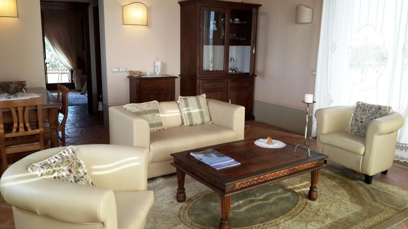 Panoramic Suite - Sitting room with kitchenette