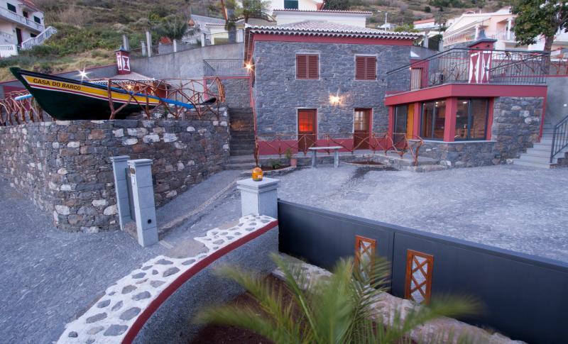Casa do Barco, Casa rústica com piscina, holiday rental in Arco da Calheta