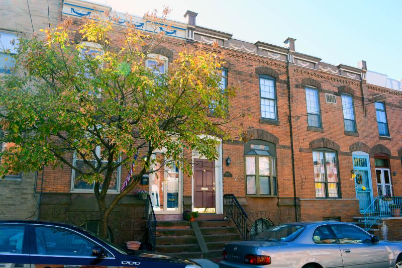 Beautiful Turn of the Century S. Philly Row House, holiday rental in Philadelphia