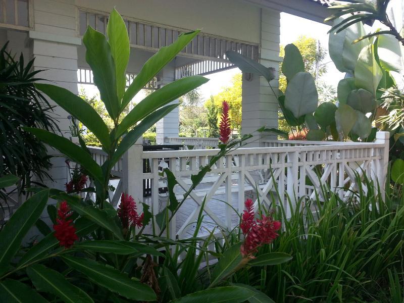 Bella 3 camera da letto casa completamente arredato con patio, parcheggio e giardino
