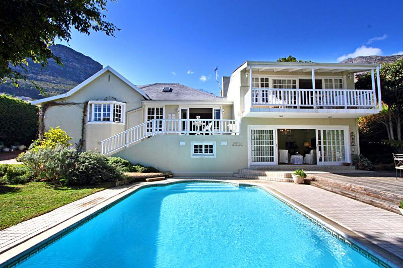 Darling Villa, Hout Bay (Spacious, Stylish experience +sea & mountain views), holiday rental in Hout Bay
