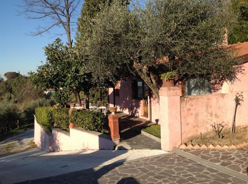 stunning cottage in Bargecchia, swimming pool,air conditioning,walk distance, holiday rental in Stiava