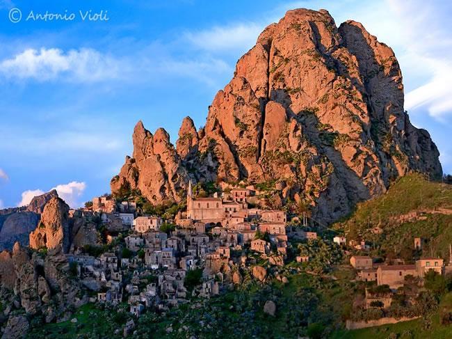 Antic village Pentidatillo