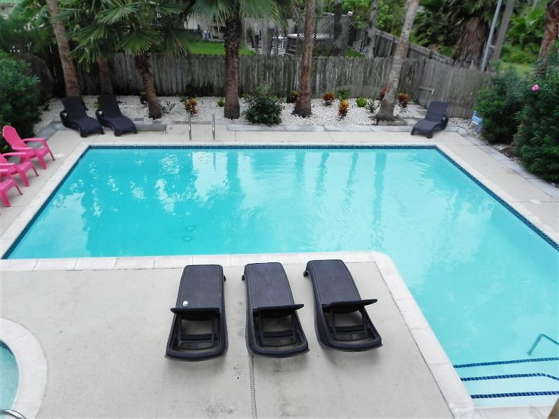 Refreshing Swimming Pool - Tropical setting