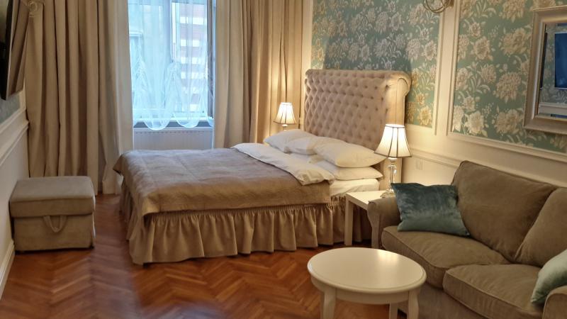Luxurious 1BR apartment in the Old Town, Ferienwohnung in Krakau